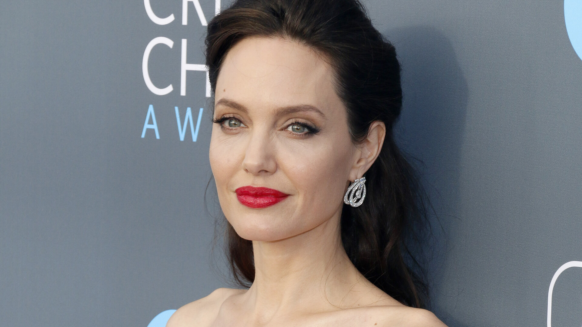 Angelina-Jolie-age-height-weight-net-worth