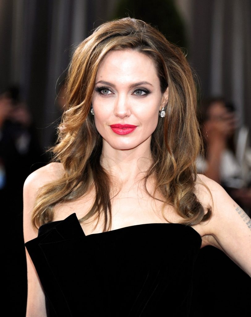 Angelina-Jolie-facts