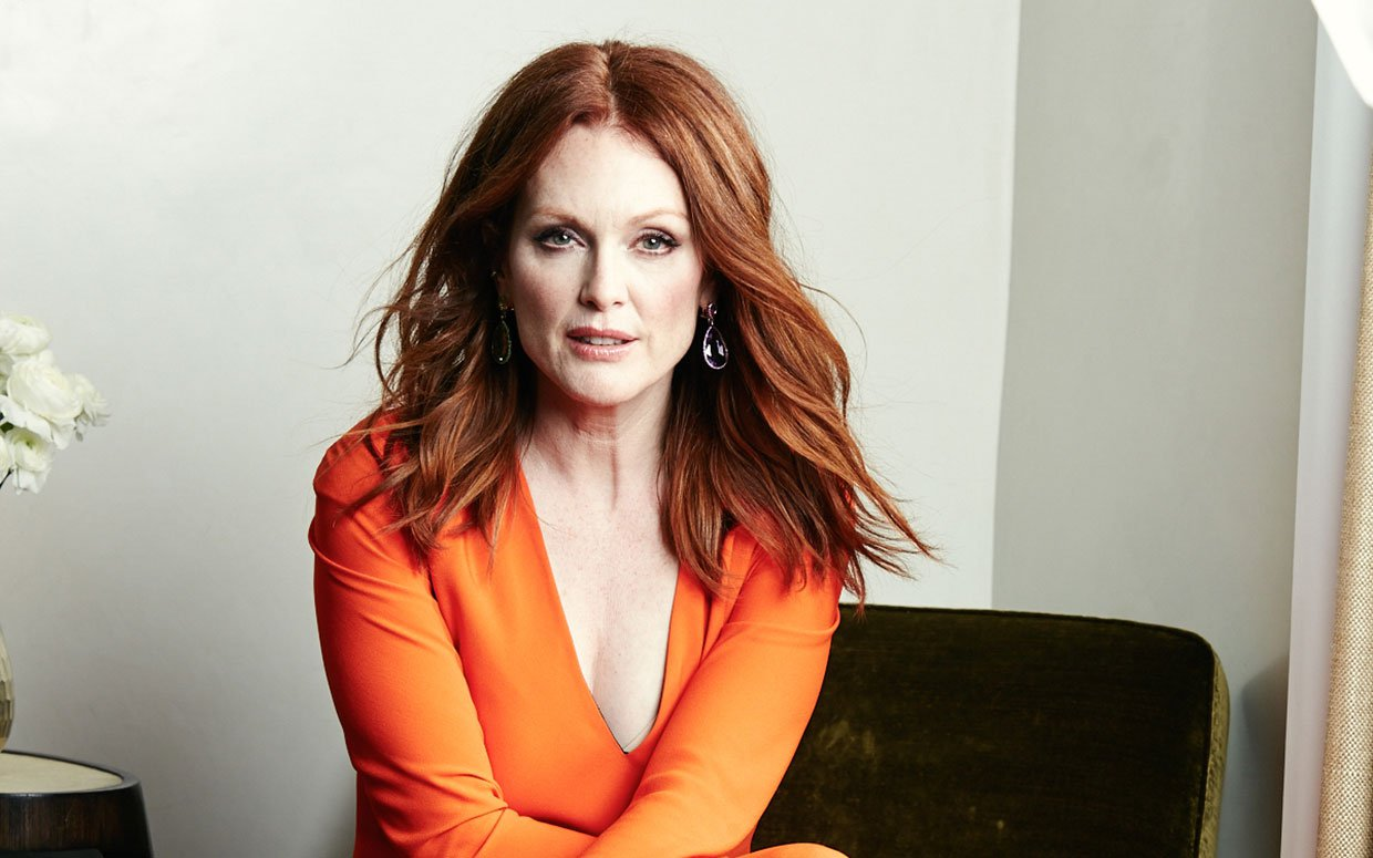 Julianne-Moore-Wiki-Biography-Age-Height-Weight-Profile-Body Measurement