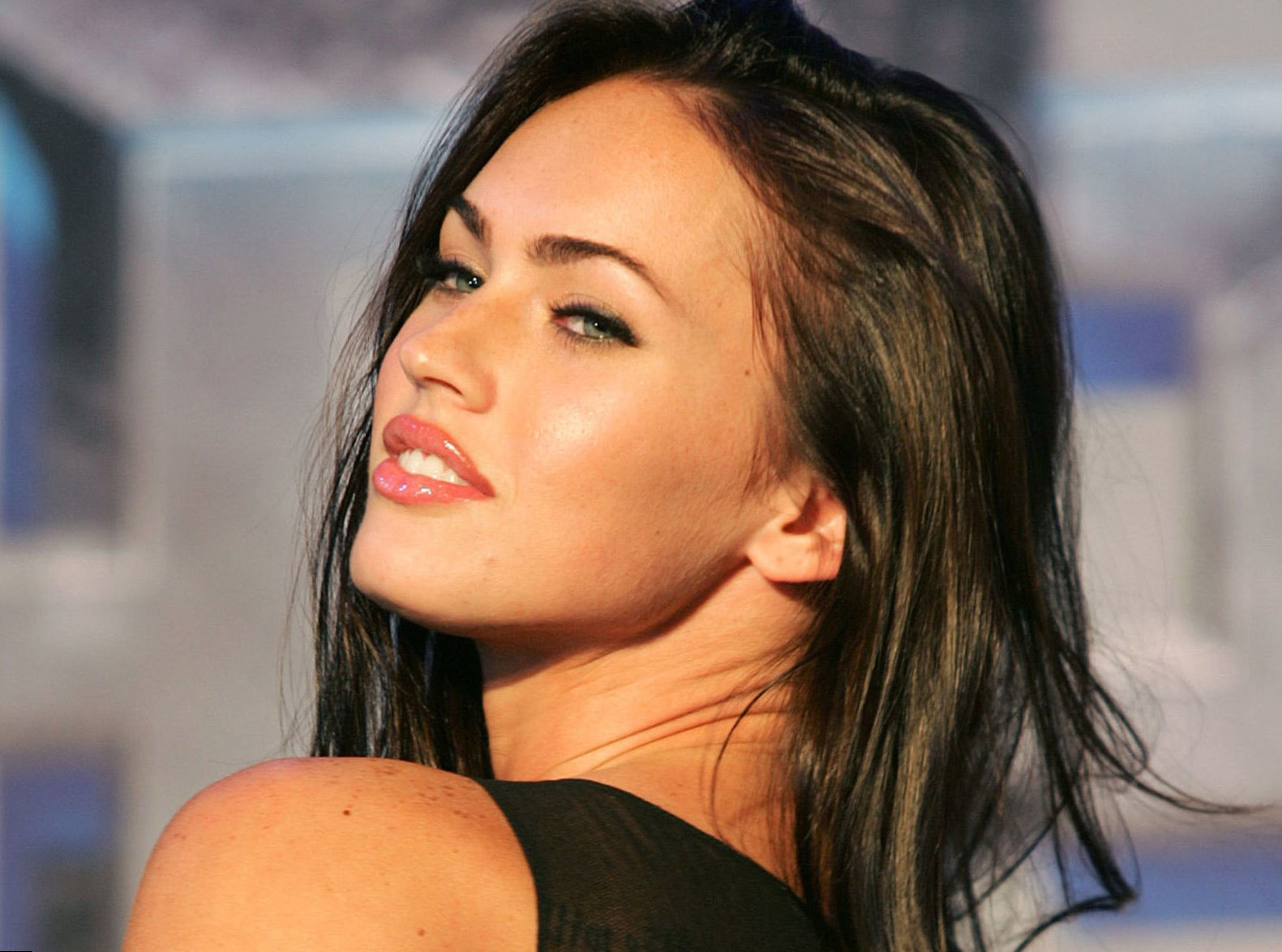Megan-Fox-Wiki-Biography-Age-Height-Weight-Profile-Body-Measurement