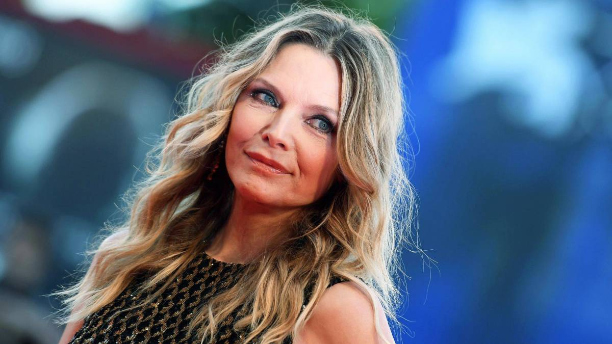 michelle-pfeiffer-age-height-weight