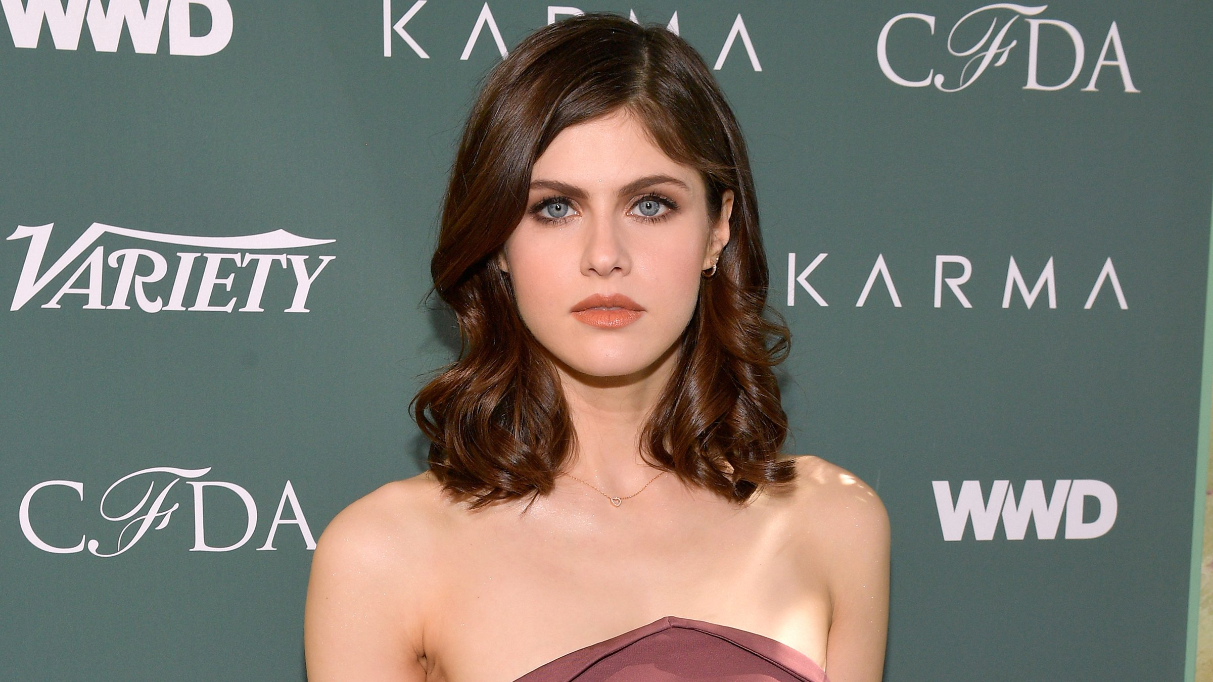 Alexandra-Daddario-Height-Weight-Age-Bra-Size-Affairs-Body-Stats