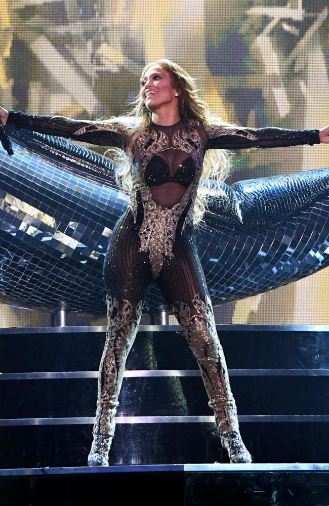 Combs and Jennifer Lopez On Stage HD Image