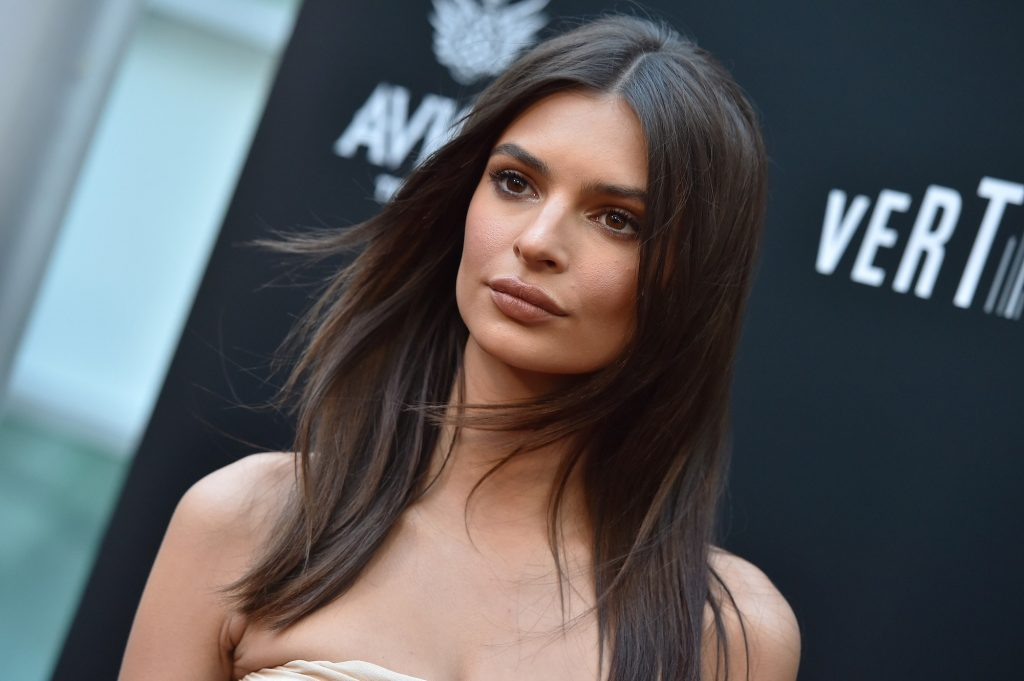 Emily-Ratajkowski-Height-Weight-Age-Bra-Size-Affairs-Body-Stats