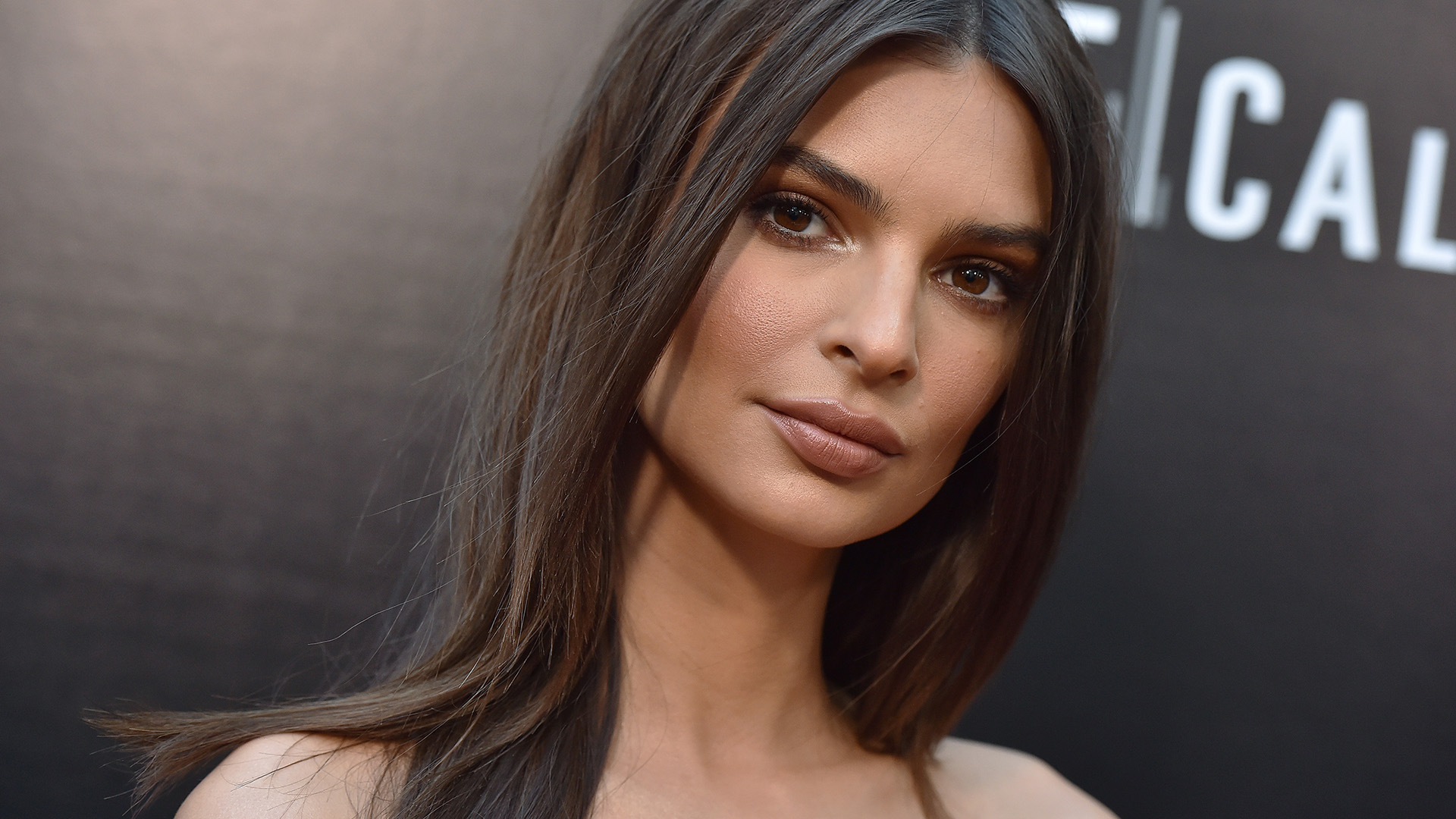 Emily-Ratajkowski-Wiki-Biography-Age-Height-Weight-Profile-Body-Measurement