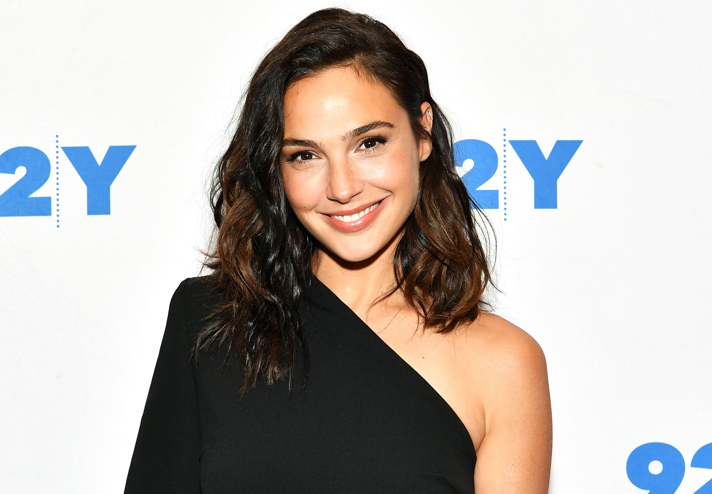 Gal-Gadot-Height-Weight-Age-Bra-Size-Affairs-Body-Stats