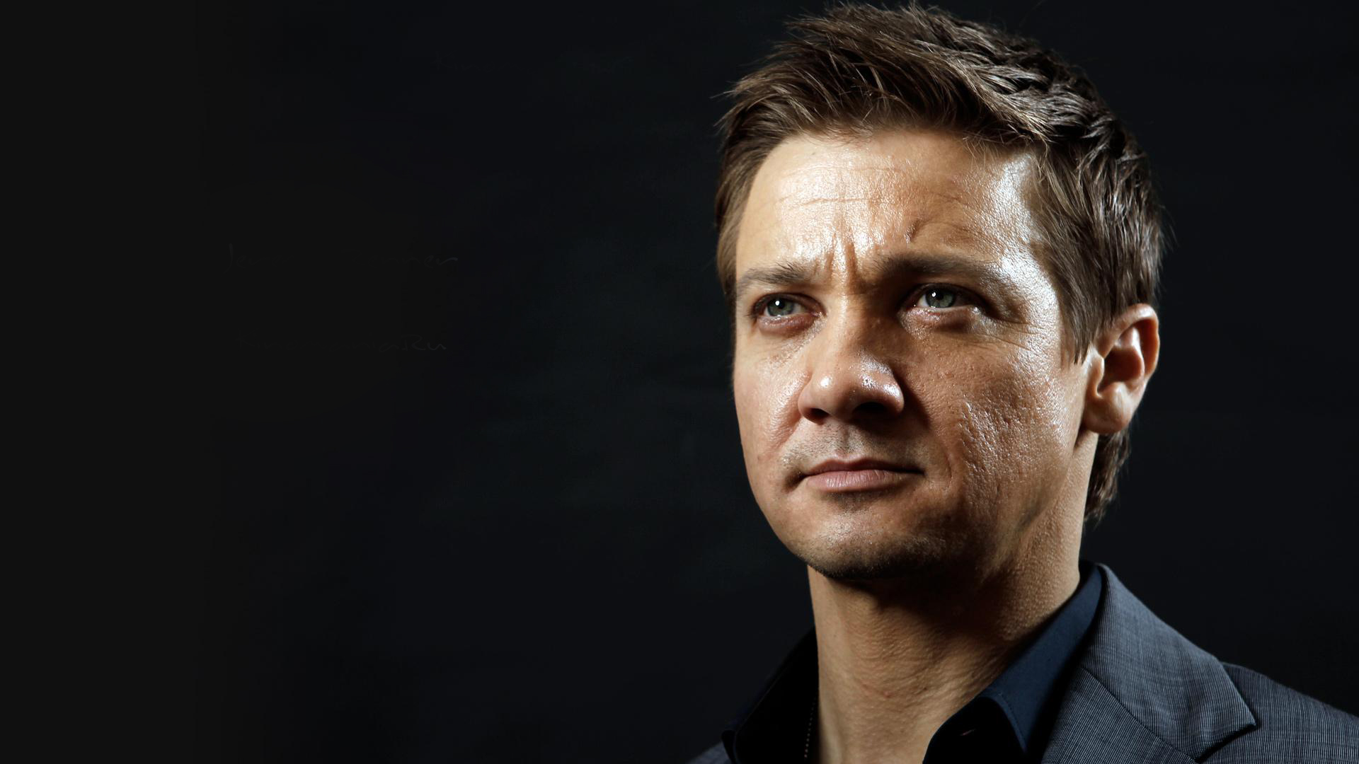 Jeremy-Renner-Wiki-Biography-Age-Height-Weight-Profile-Body Measurement