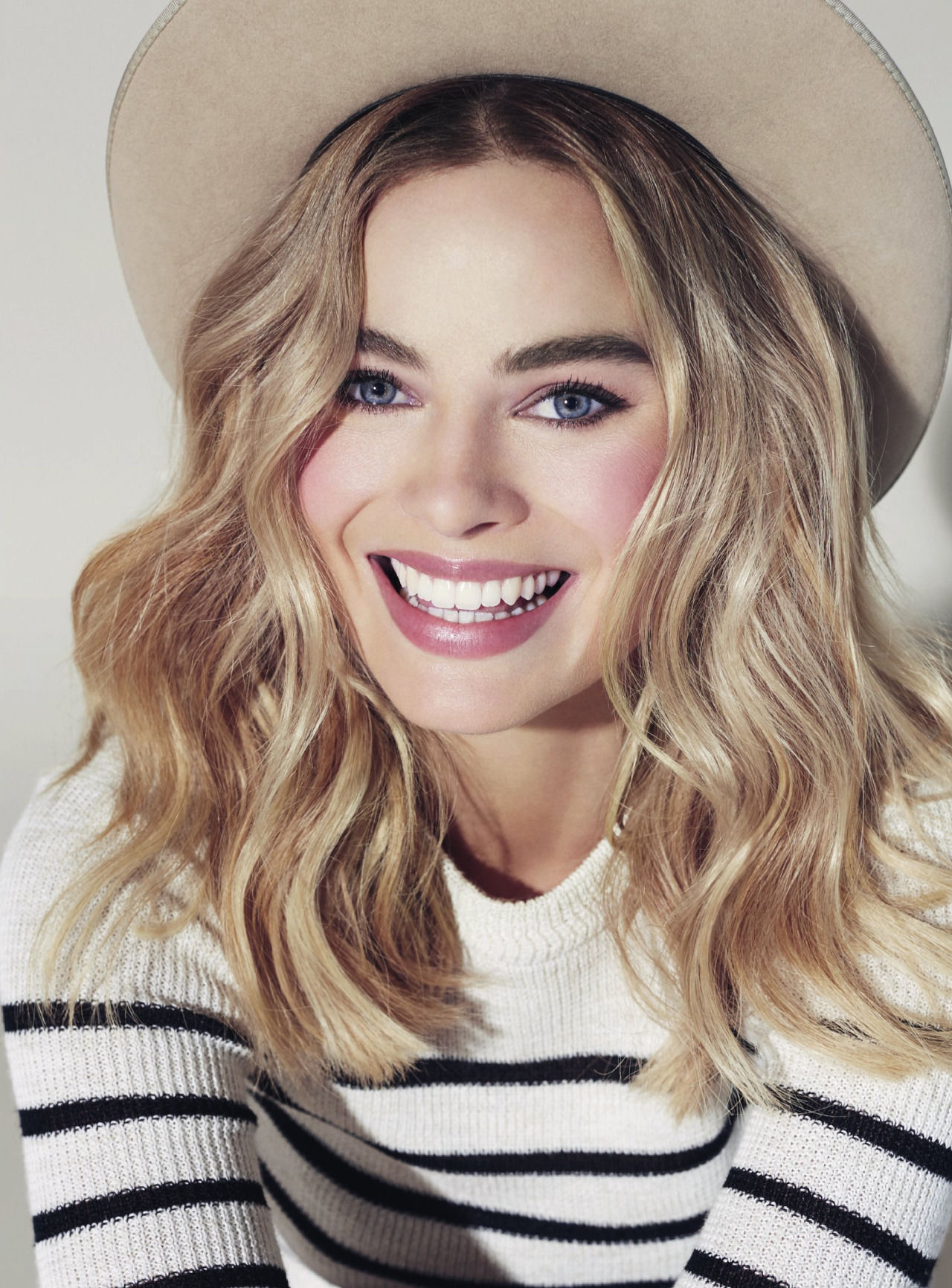 Margot-Robbie-Wiki-Biography-Age-Height-Weight-Profile-Body Measurement