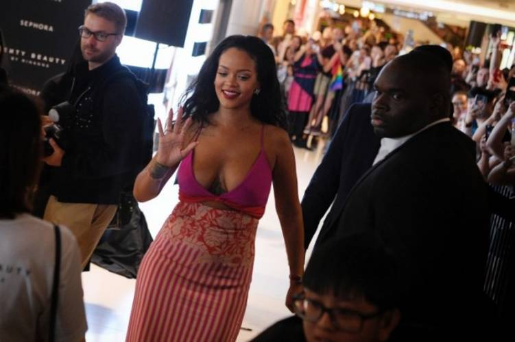 Rihanna At ION Orchard's Sephora Store A Surprise Visit