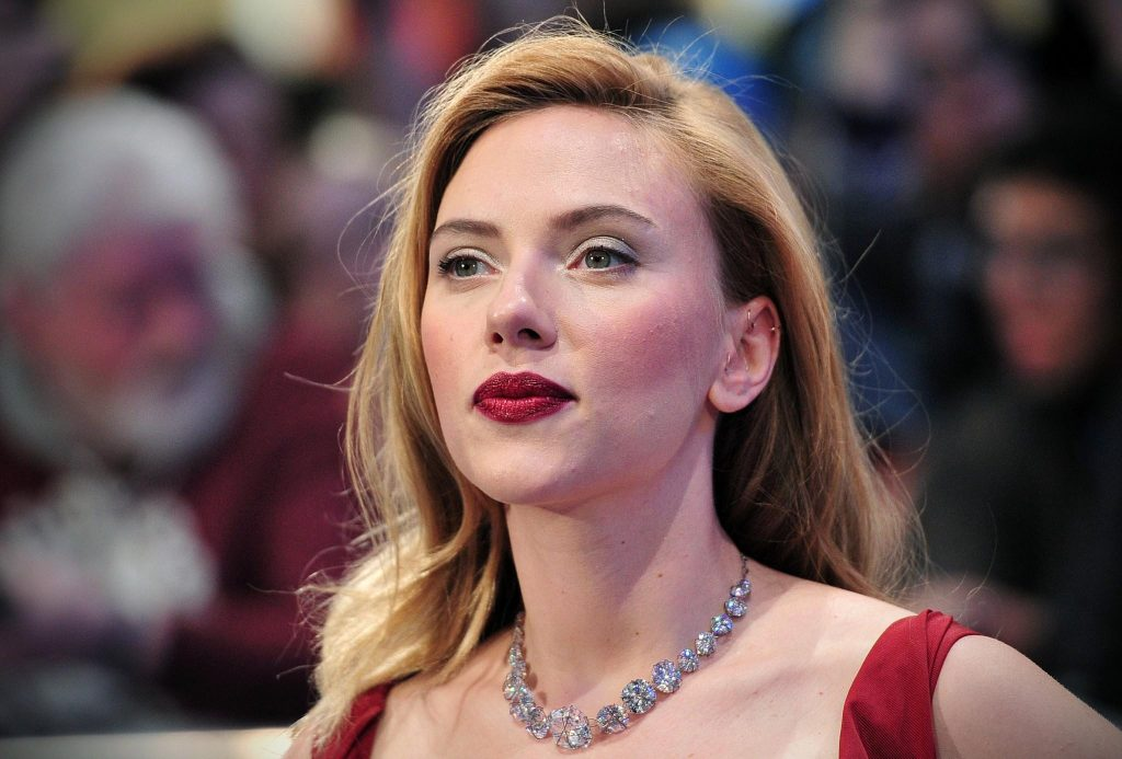 scarlett-johansson-age-height-weight-body-measurements